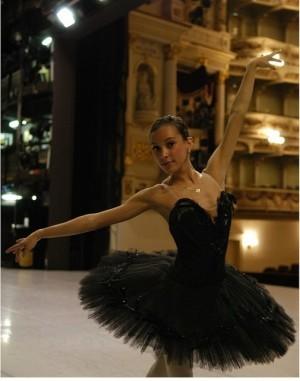 Angeli Mamon onstage